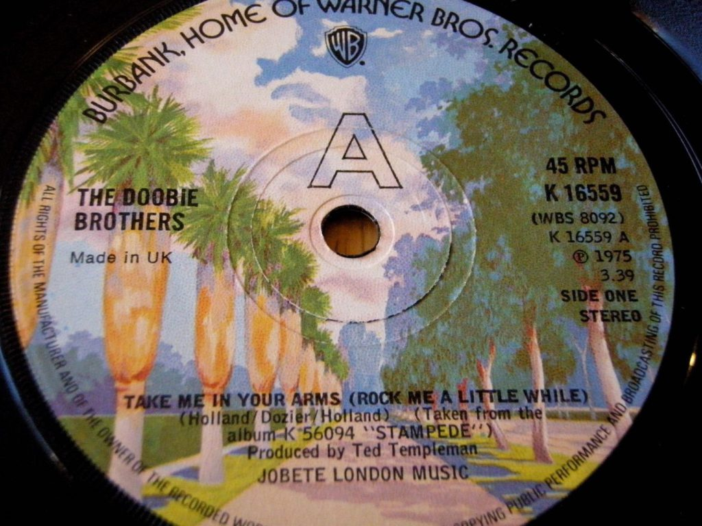 the-doobie-brothers-take-me-in-your-arms-41-rooms-show-18