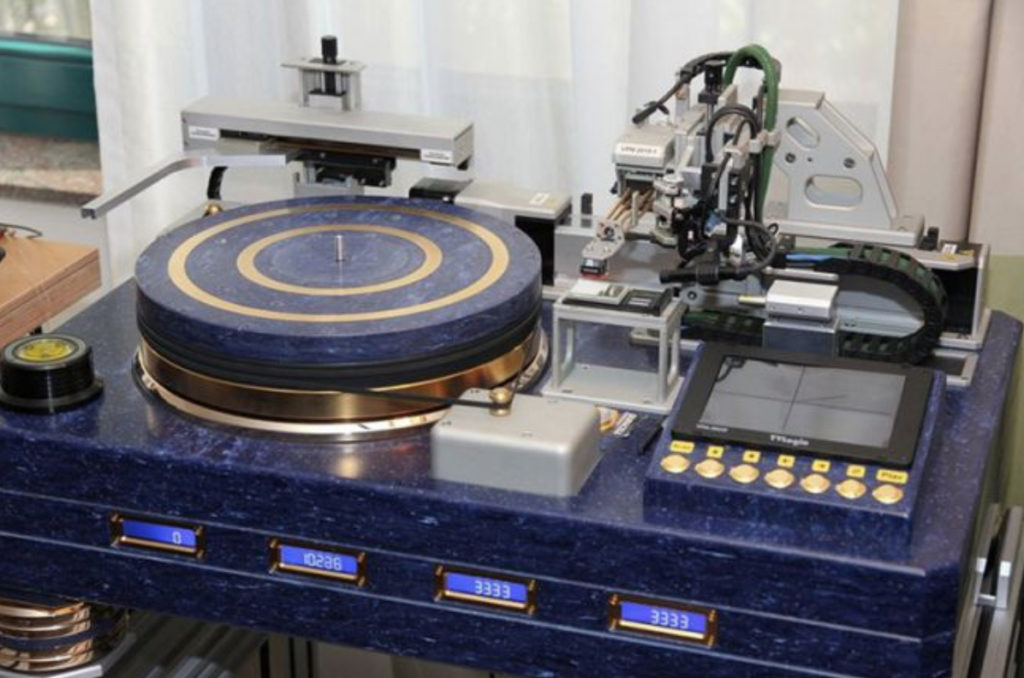 Turntable 70 - AV Designhaus Derenville VPM 2010-1, £460,000 - 41 Rooms - show 70
