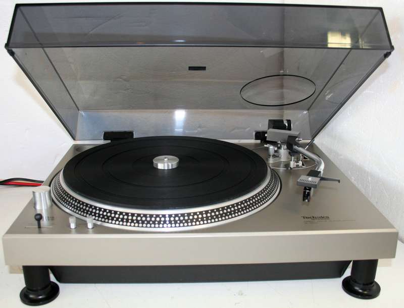 41 Rooms, Show 74 turntable (Technics 1200 MK1)