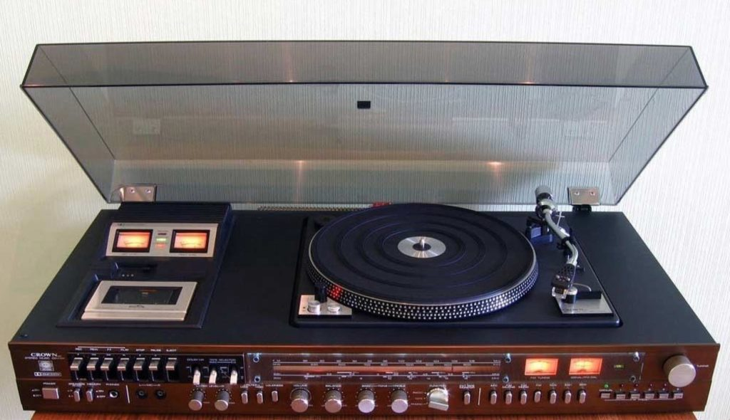 Turntable 83 - 41 Rooms - show 83 (Music Center Crown SHC-5500 Hi-Fi)