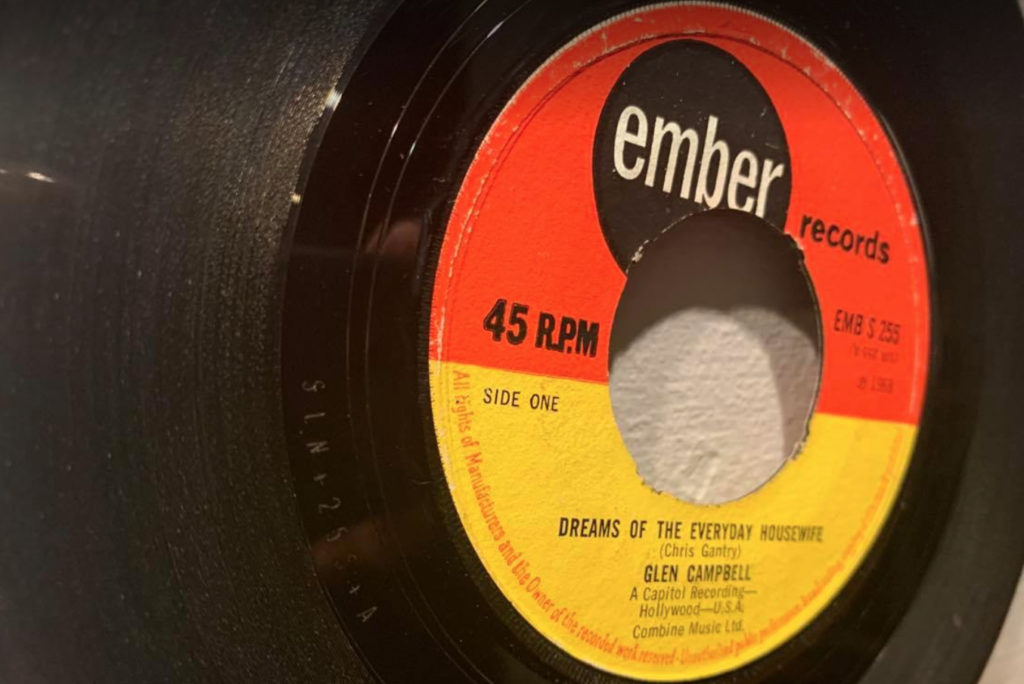 Glen Campbell - Dreams Of The Everyday Housewife - 41 Rooms - show 89