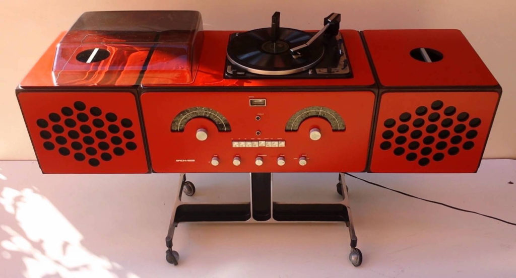 Turntable 90 - 41 Rooms - show 90 ((Brionvega Radio-phonograph. Model no. RR 126) - 41 Rooms - show 90